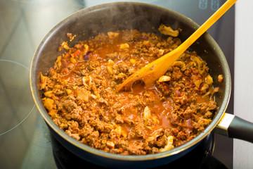 Proces of preparing spaghetti Bolognese