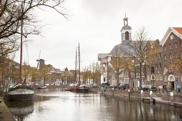 lange haven in Schiedam met jenevermuseum