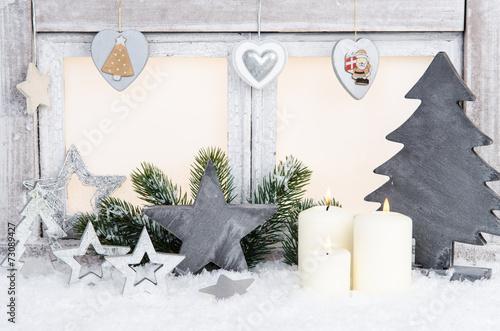 weihnachtsfenster mit silberner dekoration immagini e fotografie royalty free su. Black Bedroom Furniture Sets. Home Design Ideas