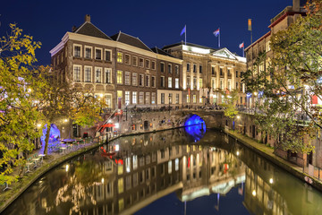 Fototapete - Canal in the historic center of Utrecht in the evening