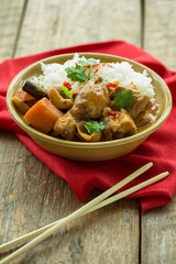 Massaman chicken curry et riz blanc