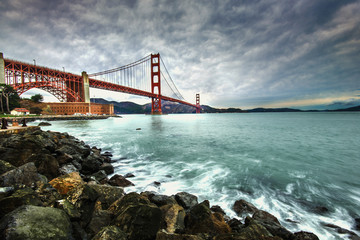 Photo sur cadre textile Bestsellers Golden Gate Bridge after raining