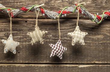 Stoffherzen weihnachtlich dekoriert