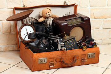 Antke Gegenstände in Koffer, Radio,Foto,Telefon
