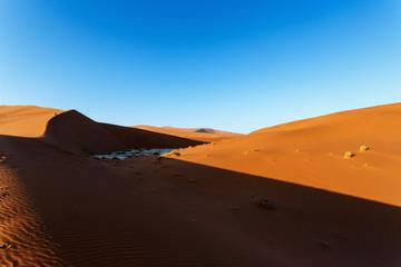 Photo sur Plexiglas Orange eclat beautiful landscape of Hidden Vlei in Namib desert