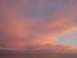 ciel rose sur la mer