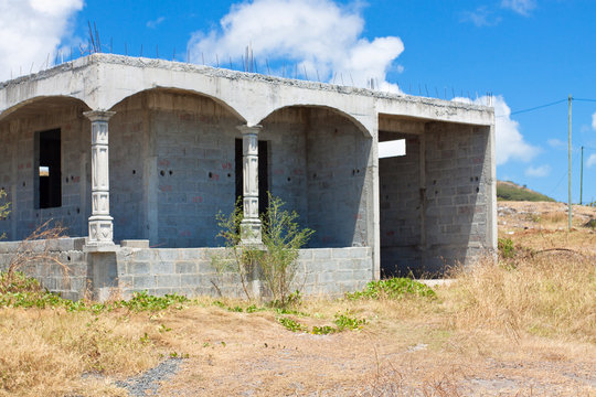 maison en construction, chantier abandonné
