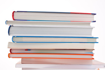 Stapel von Büchern. Freigestellt