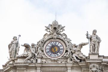 Orologio Oltremontano, facciata basilica di San Pietro - Roma