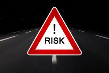 risk auf straßenschild