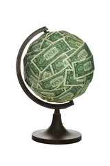Billetes de dolar sobre bola del mundo
