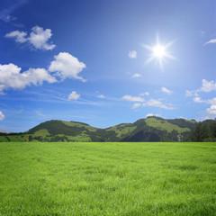 Fototapete - Landschaft mit Berge