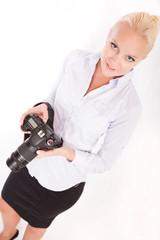 Blonde Frau mit Fotoapparat
