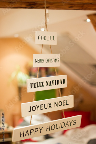 Frohe Weihnachten In Verschiedenen Sprachen.Dekoration Frohe Weihnachten In Verschiedenen Sprachen Stockfotos