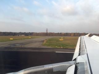 Flugzeug auf Rollfeld