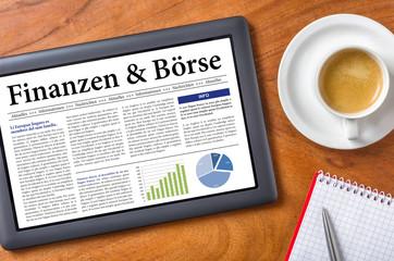 Tablet auf Schreibtisch - Finanzen und Börse