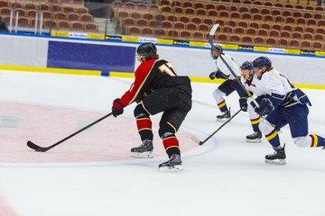 Ice Hockey - Player is being chased