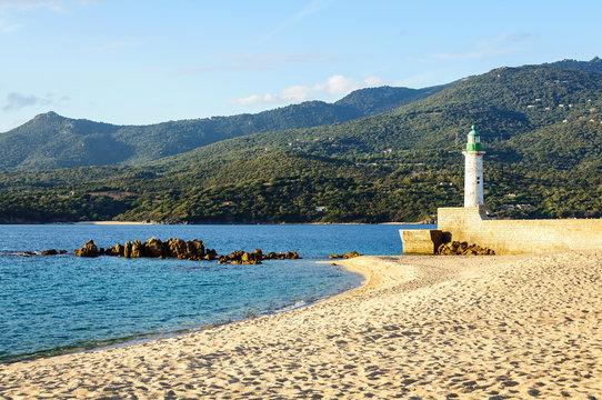 Phare et plage de Propriano (Corse)