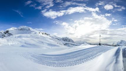 Wall Mural - Paesaggio invernale su piste da sci