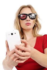jolie femme faisant selfie