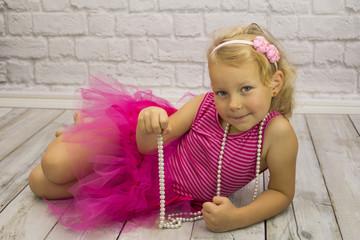 Dziewczynka w różowej sukience