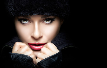 Beauty Gorgeous Young Woman in Black Winter Fashion