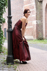Frau im Kleid elegant