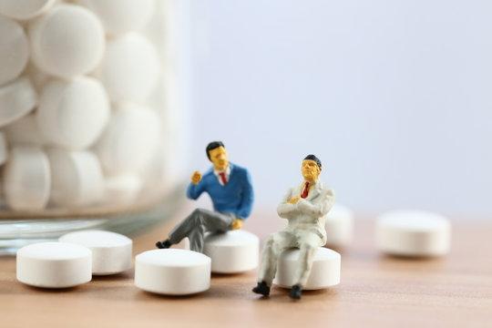二人の男と薬