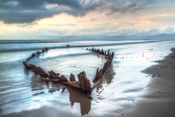 Photo sur Plexiglas Naufrage The Sunbeam ship wreck on the beach in Co. Kerry, Ireland