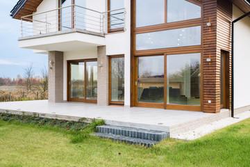 Contemporary detached house
