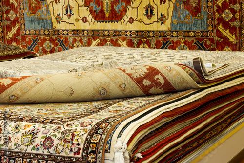 edle perserteppiche stapel stockfotos und lizenzfreie bilder auf bild 73971646. Black Bedroom Furniture Sets. Home Design Ideas