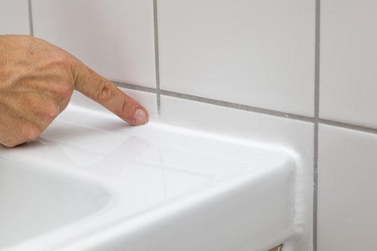 Waschbecken mit Silikon abdichten