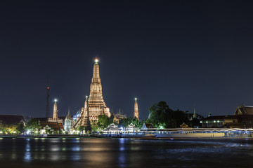 Wat Arun ( Temple of Dawn ) at night
