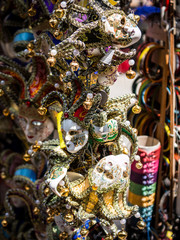 Vente de masques vénitiens à Venise