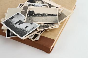 Album angeschnitten seitlich mit bilderstapel