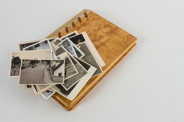 Fotobuch aus Holz mit Bilder Stapel oben