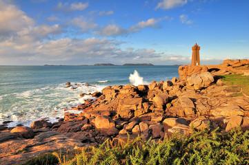 La côte de granit rose sur le sentier du phare de Ploumanach