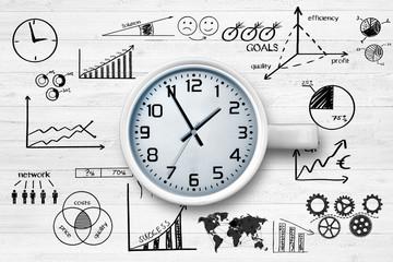Uhr auf Holzhintergrund / Businesssymbole