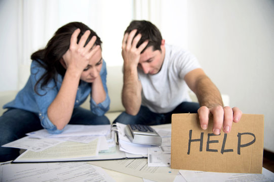 stress couple in bad financial situation asking for help