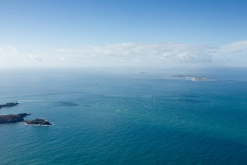 Ciel bleu sur Molène et Ouessant, Plouarzel vue du ciel