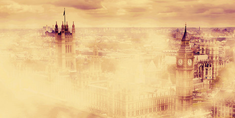 Fotomurales - Big Ben, the Palace of Westminster in morning fog. London, UK.