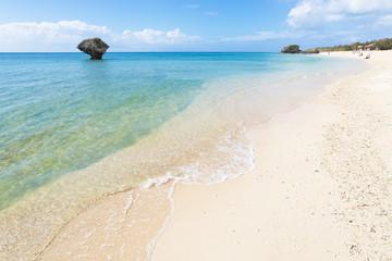 沖縄のビーチ・渡具知ビーチ
