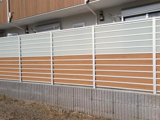 Fototapete -  住宅のフェンス