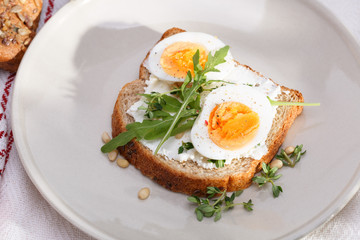 sandwich with eggs