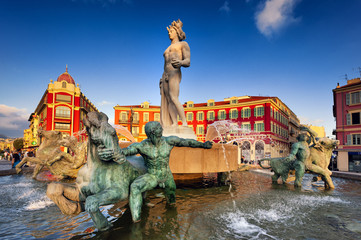 Brunnen am Place Massena in Nizza, Südfrankreich