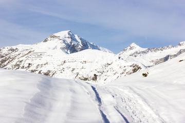 Wall Mural - Paesaggio di montagna con neve