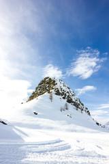 Wall Mural - Montagna a punta con neve