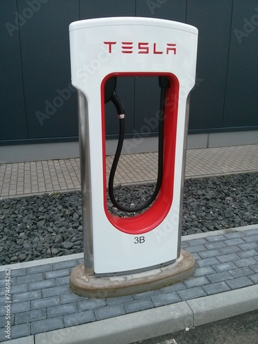 tesla supercharger single stockfotos und lizenzfreie. Black Bedroom Furniture Sets. Home Design Ideas