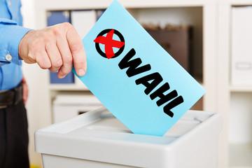 Bildergebnis für wahlurne mit stimmzettel