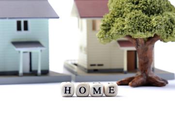homeと書かれたブロックと家庭のイメージ